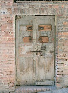 Aged Wood Doors in Siena | photography by http://www.msp-photoblog.com/