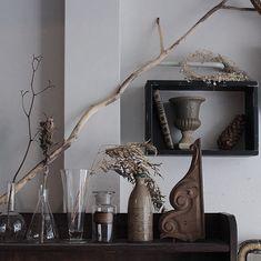 味のある陶器、フランスの飾り木。 実験ガラスも色々。 #antique #vintage #brocante #interior #flower #art #instagood #france #japan #アンティーク #ヴィンテージ #ブロカント #古道具 #インテリア #雑貨 #植物 #暮らし #骨董 #インダストリアル #花 #工業系 #ドライフラワー #本棚 #陶器 #シャビーシック #フランス #京都 #一乗寺 #モンティーク #montique