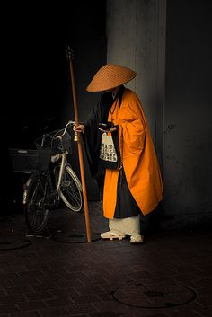 """A monk at Shibuya Station, Tokyo by Diego Malara"" Beautiful composition and colours. - charcoal and bright orange Japanese Monk, Japanese Art, Japanese History, We Are The World, People Of The World, Katana Samurai, Samurai Helmet, Japan Kultur, Colors"