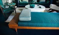 Un salon élégant et bleuté chez Anne-Sophie Pailleret