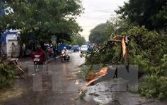 Thừa Thiên-Huế Mưa lớn kèm lốc xoáy một phụ nữ mất tích - Kênh 14