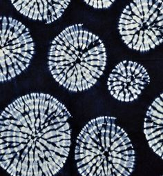 Spiral Shibori Indigo fabric Source by nnovack Shibori Fabric, Shibori Tie Dye, Dyeing Fabric, Fabric Dyeing Techniques, Tie Dye Crafts, Textiles, Indigo Dye, How To Dye Fabric, Number