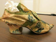 Green & gold brocade shoe, with weighty Louis heel & pointed toe from Honolulu Museum of Art via @Leimomi Oakes  http://thedreamstress.com/2013/09/18th-century-shoes-at-the-honolulu-museum-of-art/