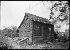 Slave cabin behind Amoureux House, Ste. Genevieve  (Library of Congress, 1930s)