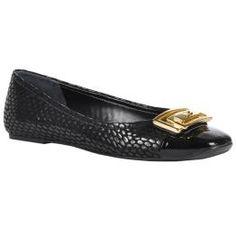 A sapatilha é um item curinga no closet da mulher moderna! Versátil, é indispensável para criar look elegantes e práticos!