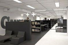 Oficina en blanco y gris....