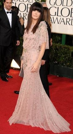 Who made Sandra Bullock's pink beaded gown and shoes that she wore to the Golden Globe Awards on January 16, 2011? Dress – Jenny Packham  Shoes – Jimmy Choo
