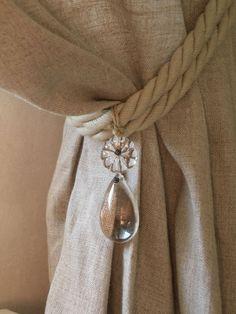 si no en roba de lli, amb roba de sac, però poden quedar unes cortines guapíssimes!! i el detall de vidre ... mmm!!
