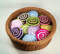 How fun! Little Scrubby Confections for washing dishes or faces! Free crochet pattern