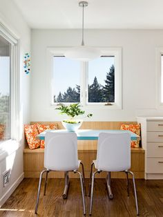 breakfast nook - contemporary dining room by Jessica Helgerson Interior Design Kitchen Nook Table, Kitchen Banquette, Dining Nook, Banquette Seating, Dining Bench, Dining Corner, Kitchen Seating, Table Bench, Small Breakfast Nooks