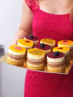 Dreierlei Mousse au Chocolat-Törtchen mit Maracuja- und Brombeerspiegel - La Crema Patisserie Foodblog Backblog