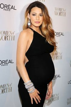 Blake Lively Dresses Up Growing Baby Bump & It's Beautiful!: Photo Blake Lively rocks a form-fitting black dress while arriving at the L'Oreal Paris' 2014 Women Of Worth Celebration held at The Pierre Hotel on Tuesday (December… Blake Lively Baby, Blake Lively Moda, Blake Lively Pregnant, Blake Lively Dress, Blake Lively Style, Blake Lively Makeup, Celebrity Maternity Style, Maternity Fashion, Maternity Outfits