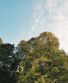 Sobota jest pięknie  #igerswarsaw #vzcowarsaw #warszawa #ogród #drzewa #liście #jesień #jesiennie#słońce #soapbubble #bańka #bańkimydlane #sobota #ogródsaski