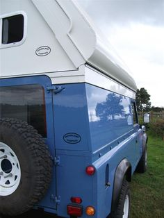A neat folding roof on a Landrover 110 4x4 Camper by  http://www.roverlandcampers.co.uk/