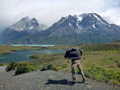 Wat is de beste reistijd voor Patagonië? Als je het opzoekt op internet, dan rolt daar het vaakst oktober tot en met maart uit. Maar misschien past een andere periode beter bij wat je wilt doen en zien. Mount Rainier, Riding Helmets, Hotels, Internet, Camping, Mountains, Nature, Travel, Period