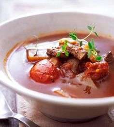 Unkarilainen gulassikeitto Thai Red Curry, Ethnic Recipes, Food, Essen, Meals, Yemek, Eten