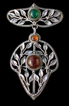 This is not contemporary - image from a gallery of vintage and/or antique objects.HENRY GEORGE MURPHY 1884-1939 Attrib.  Fine Arts & Crafts Brooch/Pendant  Silver Cornelian Chalcedony