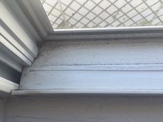 Need to clean your grimy window tracks? We discovered a solution that only takes a few natural ingredients and just about 10 minutes to accomplish. Household Cleaning Tips, House Cleaning Tips, Deep Cleaning, Cleaning Hacks, Cleaning Products, Cleaning Window Tracks, Window Well, Bird Houses Diy, Natural Cleaners
