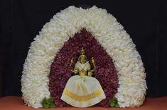 Varalakshmi Vratham 2019 honours the most popular Goddess Maha Lakshmi. Varalakshmi Puja or homam on this day means abundant wealth is sure to come your way. Ganesha Painting, Ganesha Art, Lord Ganesha, Lord Shiva, Rangoli Designs Flower, Flower Rangoli, Diy Diwali Decorations, Flower Decorations, Ganesh Chaturthi Decoration