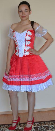 Piros,magyaros menyecske ruha,zsinóros és csipkés díszítéssel. Summer Dresses, Fashion, Plus Size, Gowns, Moda, Summer Sundresses, Fashion Styles, Fashion Illustrations, Summer Clothing