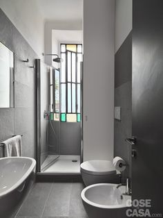 〚 Stylish apartment in Milan sqm) 〛 ◾ Photos ◾Ideas◾ Design Bathroom Design Small, Bathroom Interior Design, Tiny Beach House, Bidet, Appartement Design, Apartment Projects, Tiny Bathrooms, Toilet Design, Blog Deco