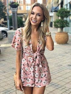 Pink Floral Romper & Summer Travel Update - the chic AF Cozy Fashion, Fashion Looks, Pretty Outfits, Cute Outfits, Girly Outfits, Fashion Outfits, New Year Hairstyle, Vibrant Hair Colors, Summer Romper
