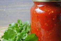 Pittige salsasaus. Makkelijk te maken. 0 SmartPoints (Weight Watchers) Pesto Dip, Hot Salsa, Weight Watchers Smart Points, Butter Sauce, Dip Recipes, Tortilla Chips, Ketchup, Jar, Snacks