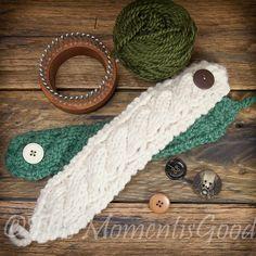Loom Knit Mug Cozy Pattern (free! Just in time for winter! Looks like a nice wristlet bracelt wrist warmer to me! Round Loom Knitting, Loom Knitting Projects, Loom Knitting Patterns, Yarn Projects, Loom Knitting Scarf, Knitting Tutorials, Knitting Ideas, Coffee Cozy Pattern, Loom Crochet