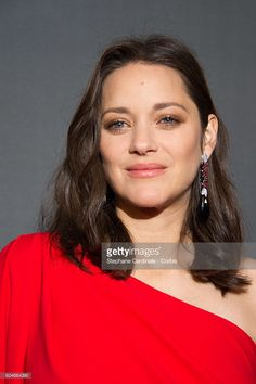 Actress Marion Cotillard attends the 'Allied - Allies'- Paris Premiere at Cinema UGC Normandie on November 20, 2016 in Paris, France.  (Photo by Stephane Cardinale - Corbis/Corbis via Getty Images)