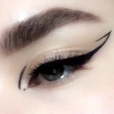 "Eye makeup History of eye makeup ""Eye care"", quite simply, ""eye make-up"" is definitely a Cat Eye Makeup, No Eyeliner Makeup, Eyeliner Ideas, Emo Makeup, White Eyeliner, Asian Makeup, Makeup Geek, Makeup Kit, Makeup Looks"
