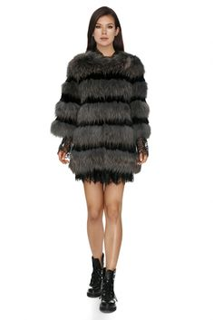 Luxurious Vero Milano all-natural grey fur coat with full sleeves – a classic piece that you will be wearing for a lifetime.