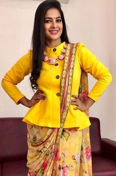 Blouse Back Neck Designs, Sari Blouse Designs, Saree Blouse Patterns, Black Saree Blouse, Long Blouse, Blouse Designs Catalogue, Stylish Sarees, Beautiful Blouses, Saree Styles