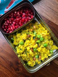 Try this Healthy and Delicious Matar Poha & Pomegranates that can be packed into Office & Kids Lunch Box. Lunch Recipes Indian, Indian Lunch Box, Lunch Box Recipes, Lunch Ideas, Spicy Recipes, Baby Food Recipes, Kids Snack Box, Tiffin Recipe, Vegetarian Breakfast Recipes