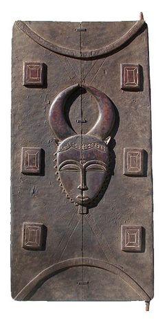 'Baule Door Ivory Coast, by photographer Tim Hamill. via Hamill Gallery Knobs And Knockers, Door Knobs, Door Handles, Vintage Doors, Antique Doors, African Wood Carvings, Afrique Art, Door Detail, Cool Doors