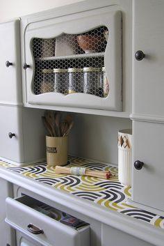 Customisation meuble 50's Upcycled Furniture, Painted Furniture, Diy Furniture, Retro Renovation, Home Staging, Vintage Kitchen, Furniture Makeover, Sweet Home, Interior Design
