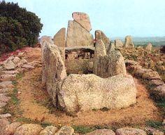 Arzachena (OT) - Li Lolghi Giant's Tomb.