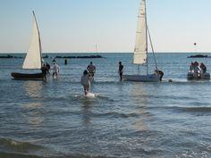 Tutte (ma proprio tutte) le immagini del primo flash mob uttiano Boat, Vehicles, Fotografia, Dinghy, Boats, Car, Vehicle, Ship, Tools