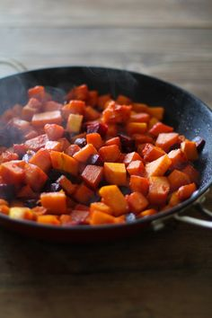 Orange Honey-Glazed Butternut Squash and Beets - a healthy side dish for fall… Autumn Recipes Vegetarian, Vegetarian Thanksgiving, Beet Recipes, Healthy Recipes, Thanksgiving Recipes, Fall Recipes, Yummy Recipes, Holiday Recipes