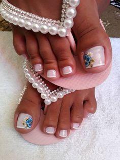 26 Ideias de Unhas Decoradas dos Pés Pedicure, Mani Pedi, Cute Toe Nails, Cute Toes, Glitter Nails, Gold Glitter, Date Night Makeup, Red Manicure, New Year's Makeup