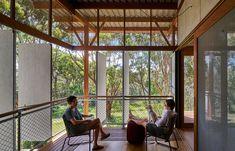 Peter Stutchbury Architecture Celebrates The Beach Hut | Habitus Living Australian Architecture, Australian Homes, Interior Architecture, Tiny House Cabin, My House, Peter Stutchbury, Steel Frame House, Internal Courtyard, Beach Shack