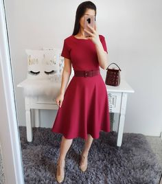 There are a variety of methods to wear girls' calm skirts. Midi Skirt Outfit, Skirt Outfits, Dress Skirt, Look Fashion, Girl Fashion, Fashion Outfits, Modest Dresses, Pretty Dresses, Clubbing Outfits