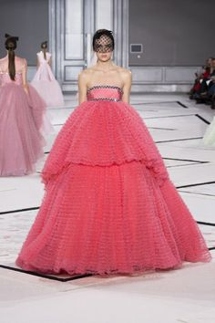 See the Giambattista Valli spring/summer 2015 couture show