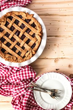 Vegan Cherry Pie {made from all healthy ingredients!}