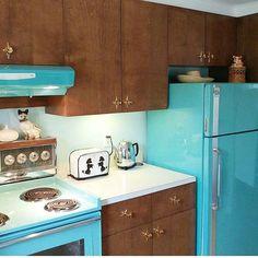 "dtxmcclain: "" limegum: kitchen "" I love the star shaped cabinet pulls and the aqua appliances. Aqua Kitchen, 1950s Kitchen, Retro Kitchen Decor, Kitchen Colors, Vintage Kitchen, Kitchen Ideas, Vintage Room, Vintage Decor, Vintage Stuff"