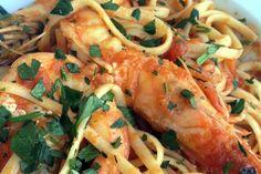 Γαριδομακαρονάδα - ΖΥΜΑΡΙΚΑ - InStyle.gr Burritos, Shrimp, Meat, Cooking, Recipes, Food, Breakfast Burritos, Kitchen, Recipies