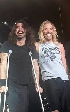So happy! Dave Grohl and Taylor Hawkins on stage in New York July 16 2015