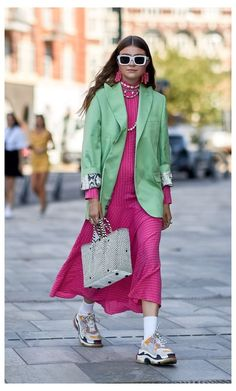 Colourful Outfits, Colorful Fashion, Trendy Fashion, Fashion Outfits, Dress Fashion, Sneakers Street Style, Cute Spring Outfits, Copenhagen Fashion Week, Inspiration Mode