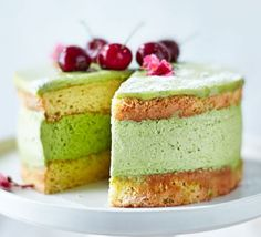A popular ingredient in Asian desserts, matcha powder is made from finely ground green tea leaves. This pretty cake with white chocolate glaze and cherries is a bit of a challenge but worth it Decadent Chocolate, Chocolate Glaze, Chocolate Cakes, White Chocolate, Delicious Chocolate, No Bake Brownies, No Bake Cake, Matcha, Cake Recipes