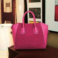 Handtasche mit Velours-Details - von lesara.de.