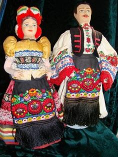 Girl and Boy Hungarian Chain Stitch Embroidery, Learn Embroidery, Embroidery Stitches, Embroidery Patterns, Hand Embroidery, Floral Embroidery, Stitch Head, Braided Line, Hungarian Embroidery